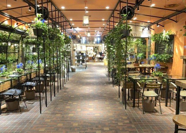 青山フラワーマーケット ティーハウス アトレ吉祥寺店の内装