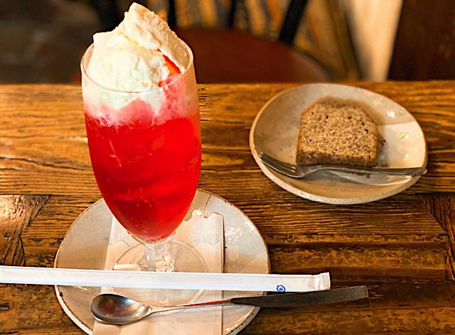 西荻窪「物豆奇(ものずき)」のクリームソーダ