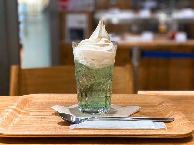 無印良品のカフェのクリームソーダ