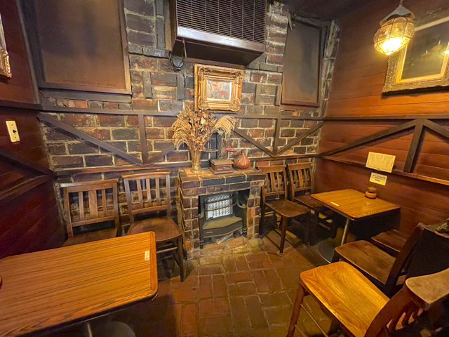 西荻窪「コーヒーロッジ ダンテ」の店内2