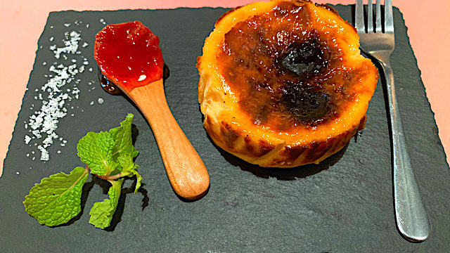 タパス&タパス 吉祥寺店のバスク風チーズケーキ