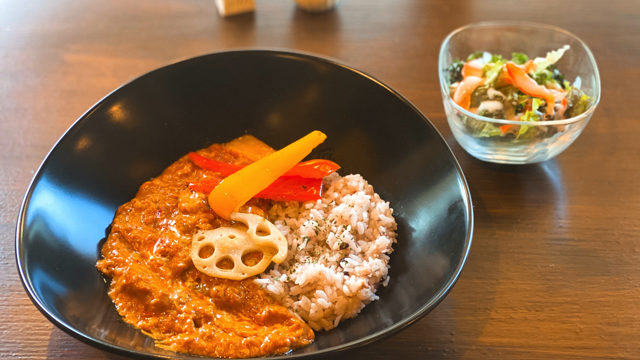 Cocon cafe&gallery(ココンカフェ&ギャラリー)のバターチキンカレー