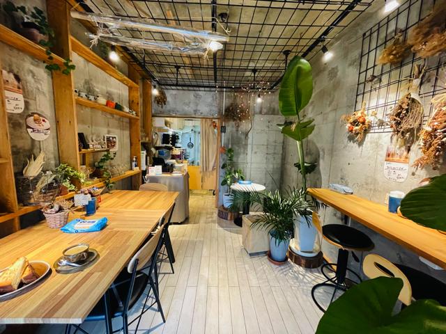 吉祥寺「flower&cafe あっとほーむ」の店内