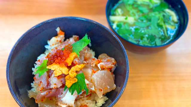 くら寿司のランチの海鮮丼