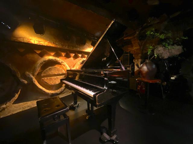 吉祥寺の曼荼羅のピアノ