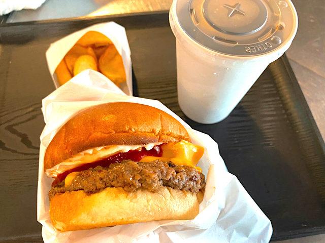 吉祥寺のゴーストバーガーのハンバーガーセット