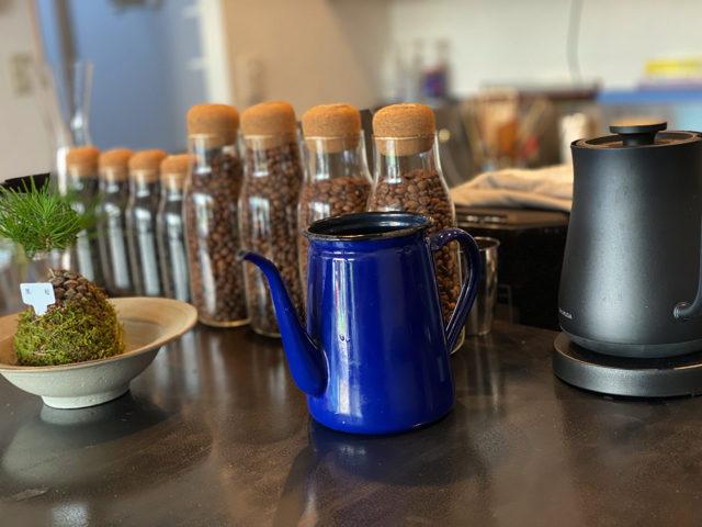 西荻窪「浅煎りコーヒーと自然派ワイン Typica(ティピカ)」の店内
