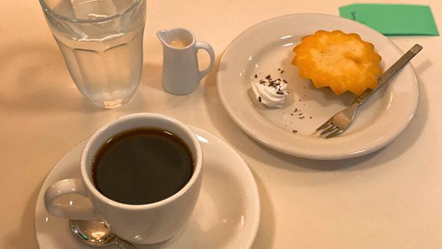 荻窪 「名曲喫茶ミニヨン」のコーヒーとマドレーヌ