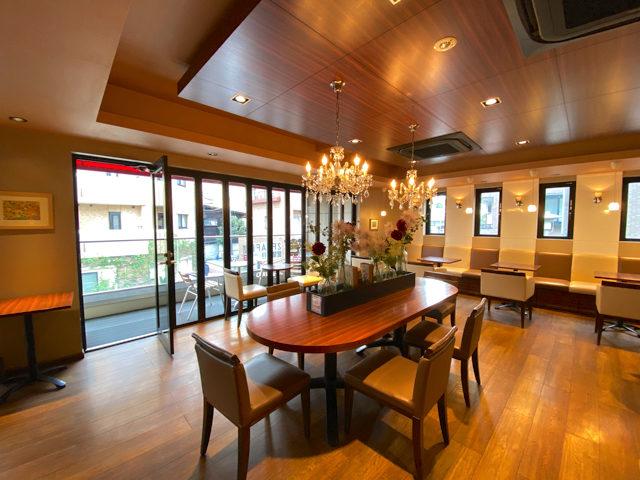 ベーカリーカフェ・クラウン 武蔵境店のカフェスペース