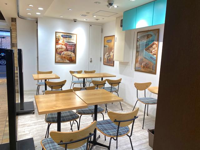 シナボン アトレ吉祥寺店のカフェスペース