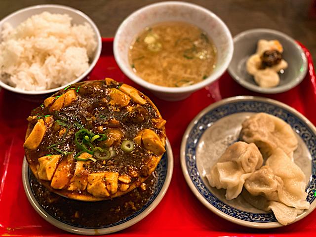ホルモン麻婆と名物台北餃子ランチ
