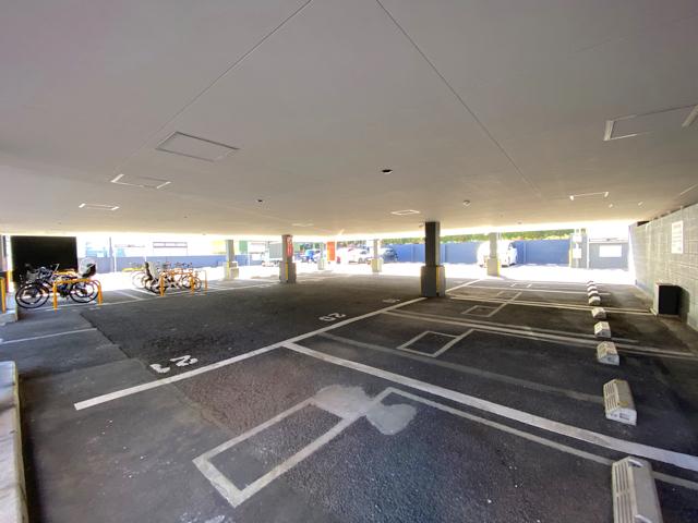 焼肉きんぐ 吉祥寺店の駐車場