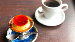 三鷹「ニンカフェ」のコーヒーとプリン
