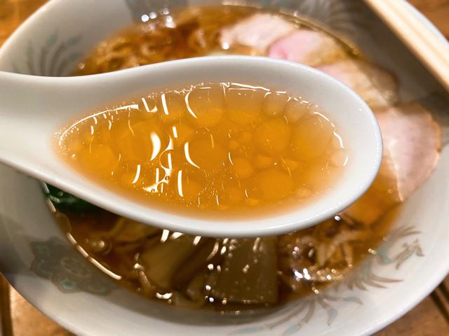 西荻燈(ニシオギトウ)のラーメンのスープ