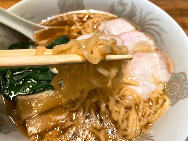 西荻燈(ニシオギトウ)のラーメンの麺