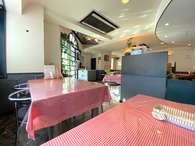 三鷹の洋食レストラン「tachyon(タキオン)」の店内