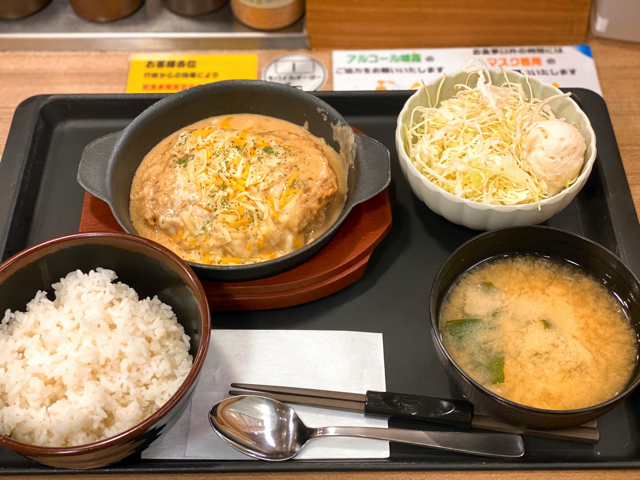 松のや・松乃家のシュクメルリチーズBigメンチハンバーグ定食