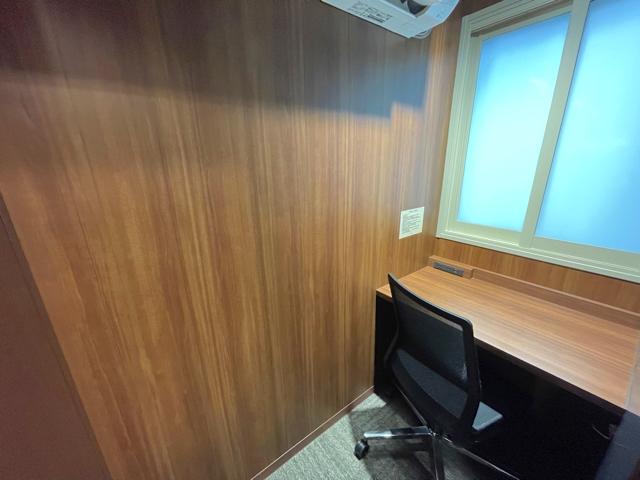 三鷹駅のシェアオフィスの「STATION DESK」のCUBE