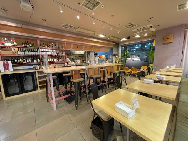 吉祥寺「nomuno coffee &wine library(ノムノ)」の店内