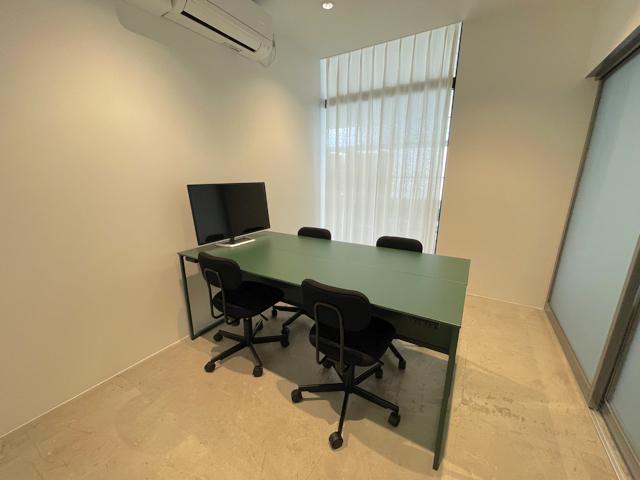 吉祥寺パルコのワーキングスペース「SkiiMa(スキーマ)」のミーティングルーム