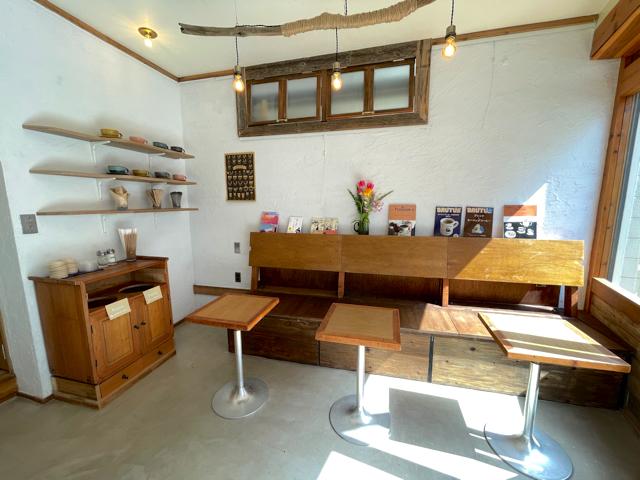 三鷹「Rowans coffee」の店内2