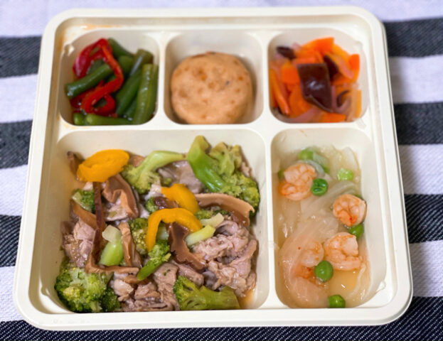 タイヘイの宅配冷凍弁当サービス(ファミリーセット)のヘルシーおかず豚肉のオイスターソース