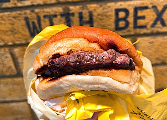 吉祥寺「BEX BURGER(ベックスバーガー)」のハンバーガー