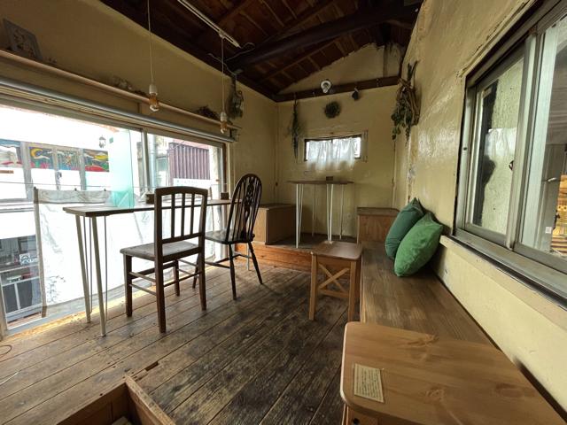 西荻窪「cafe Cwtch(カフェ クチュ)」の店内