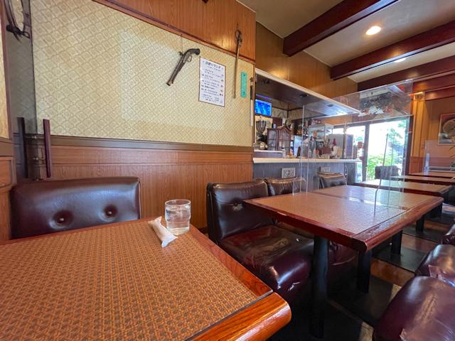 三鷹の喫茶店「プリモ」の店内