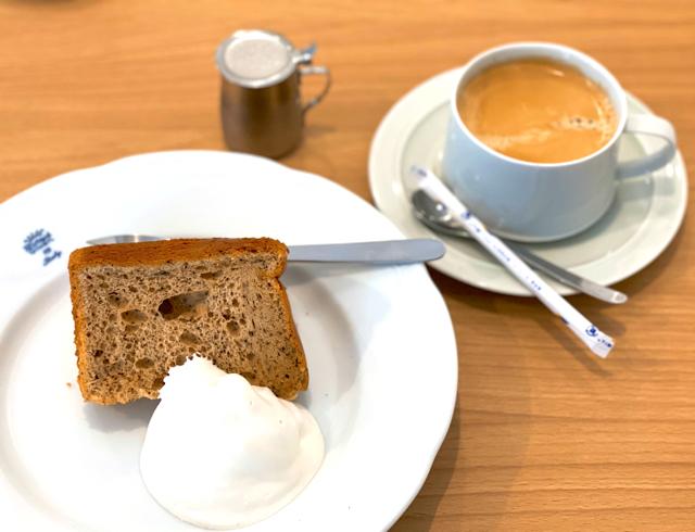 三鷹台「rivicafe(リビカフェ)」のシフォンケーキとコーヒー