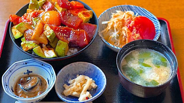 丸冨水産 西荻窪店の海鮮アボカドゆっけ丼