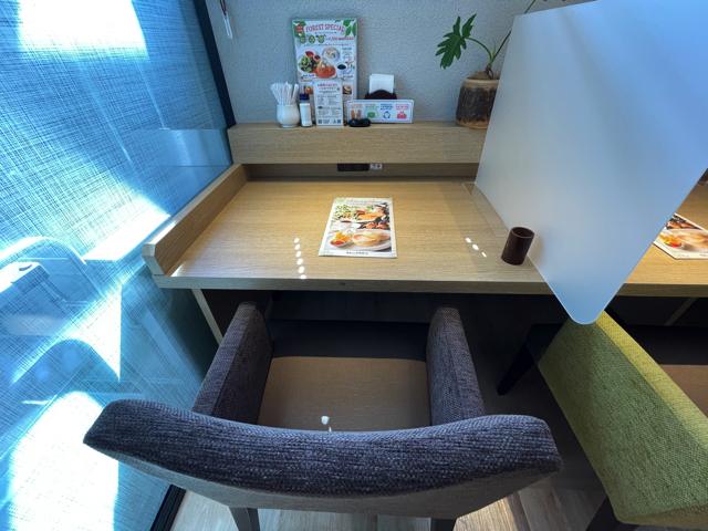 【三鷹】むさしの森珈琲 武蔵野西久保店の店内2