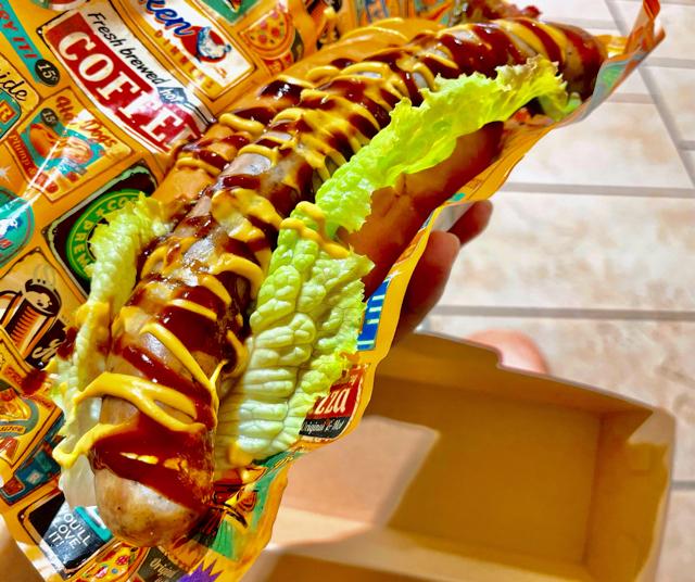 吉祥寺 麺屋武蔵 虎洞のタイガードッグのホットドッグ2
