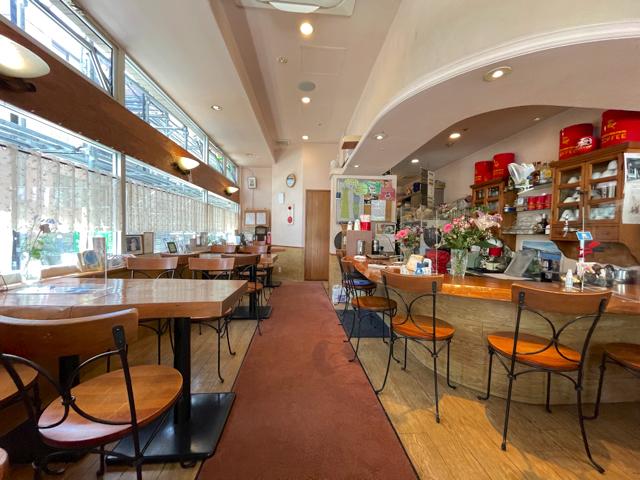 三鷹「コーヒーハウス しもおれ」の店内
