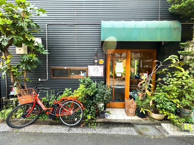 三鷹の日本茶専門店「さらさら」の外観