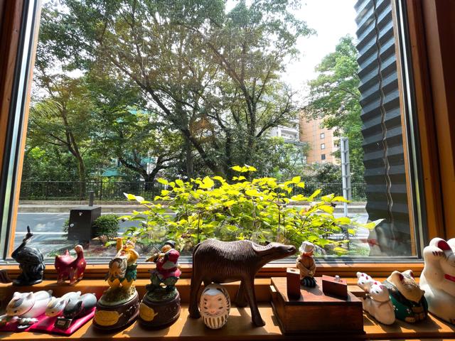 三鷹の日本茶専門店「さらさら」の店内2
